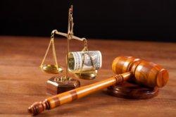 Как выплачивается моральный ущерб по решению суда