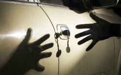 Кража с автомобиля грабежом