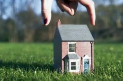 Обязательно ли строить дом на участке под ижс
