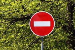 Как законно закрыть сквозной проезд во дворе жилой зоны в СПб?